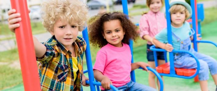 Crianças de férias no condomínio: dicas para brincar em segurança